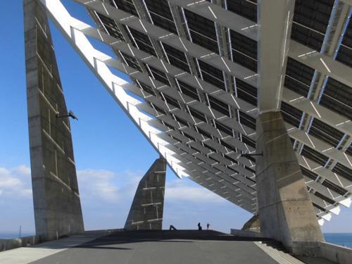 ラペーニャ & エリアス・トーレスによるソーラーパネル