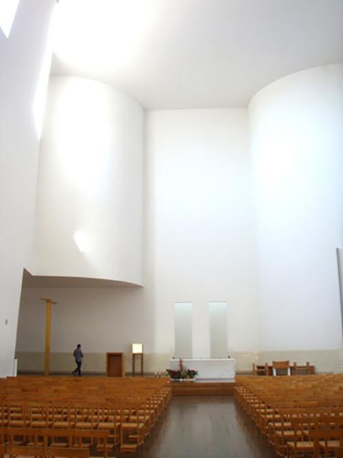 マルコ・デ・カナヴェーゼス教会内観
