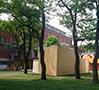 中庭では『Archi and Art』と題された展示が展開され、建築家とアーティストが協働でデザインした、アート作品を含むパヴィリオンが点在。